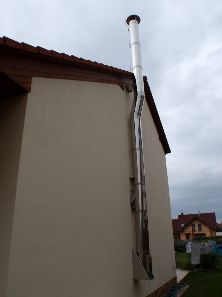 Nerezový fasádní komín-RD Vojkovice