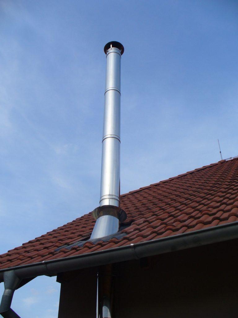 Nerezový komín-nad střechou-RD Moravany
