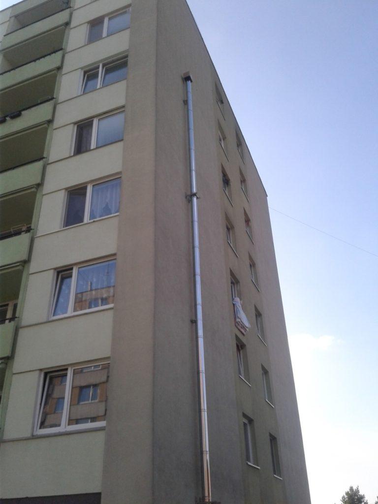 montáž fasádního komínu BD Jedovnice-KOMINEX